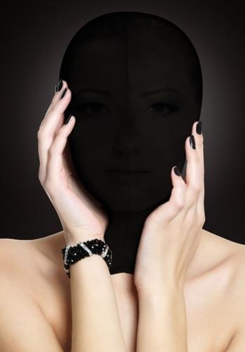 Mascara subjugation negro