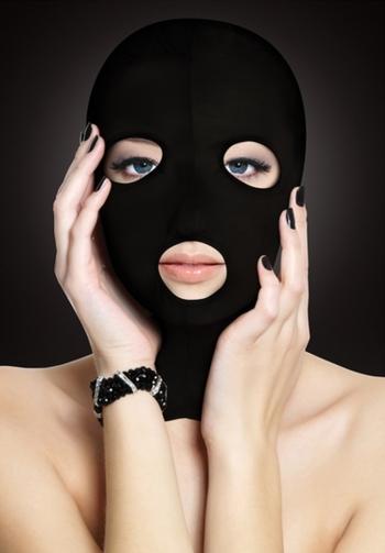 Mascara con orificios negro